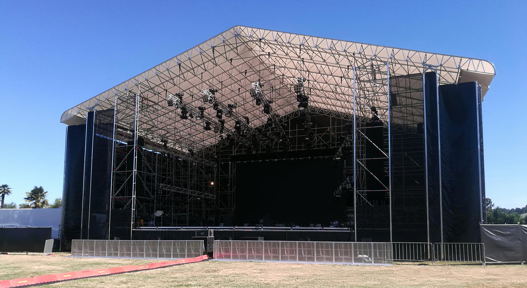https://rocketscaffold.nz/wp-content/uploads/2019/08/img-rocket-scaffolding-hero-concert-staging-sideview-crop-1800px-new.jpg